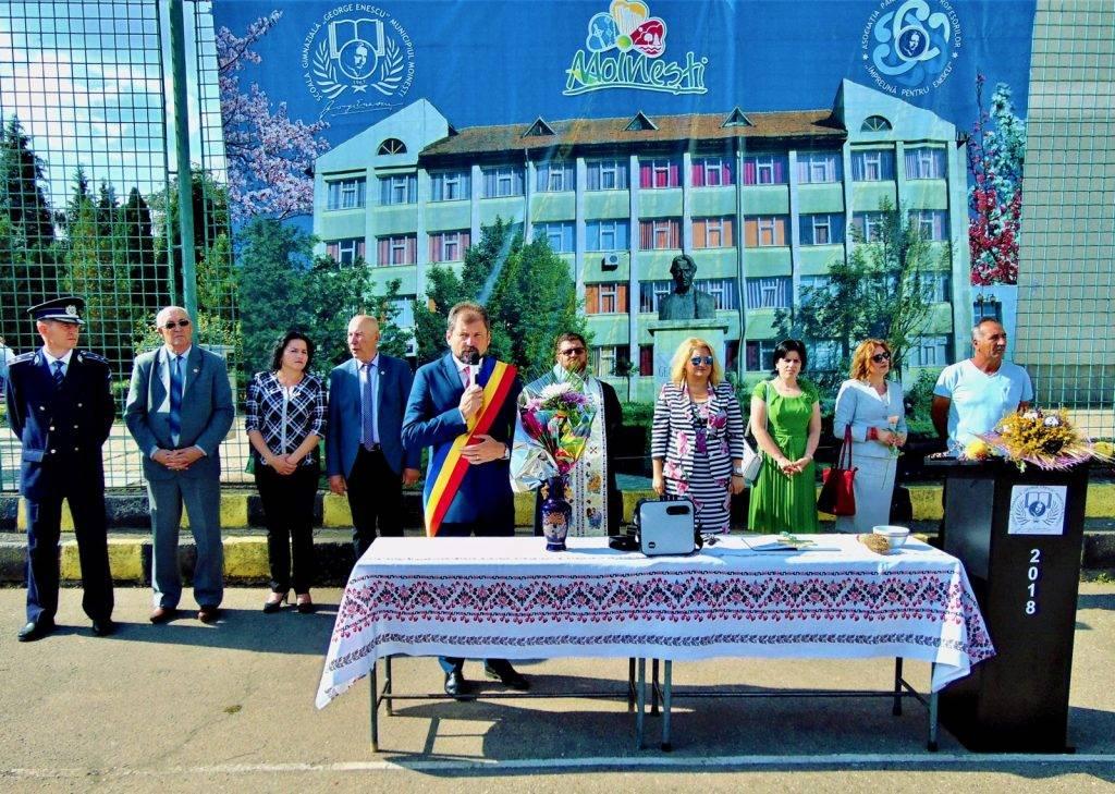 copii-fericiti-scoala-george-enescu-moinesti-primar