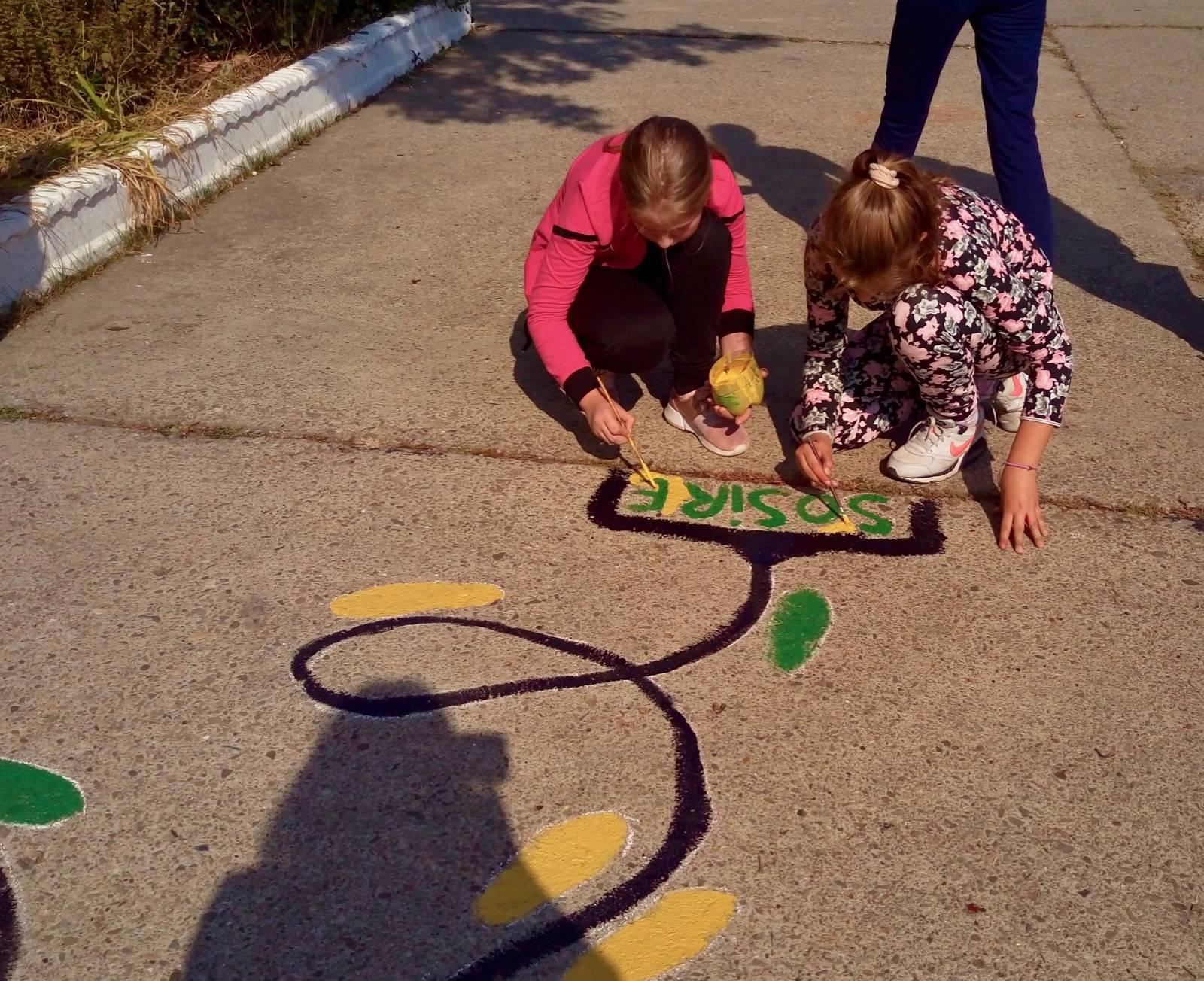 desene permanente pe asfalt scoala moinesti 3